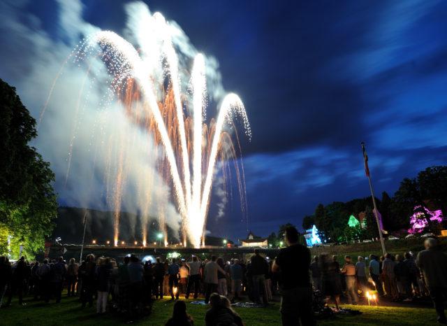 Großes Feuerwerk an der Weser in Bad Karlshafen