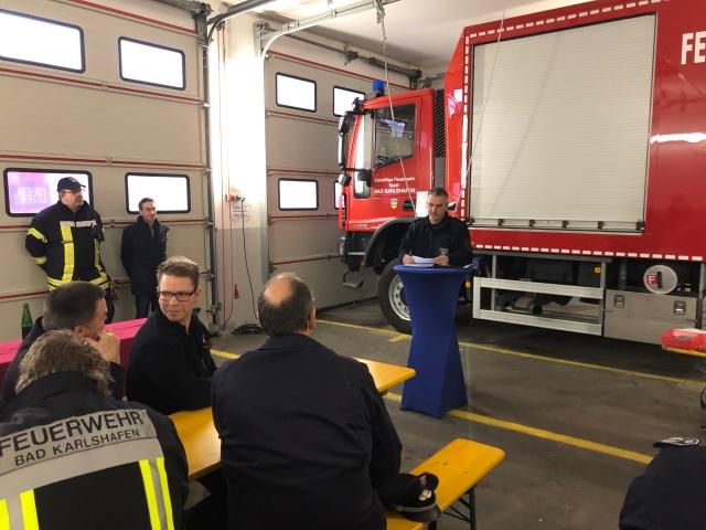 Wehr Karlshafen stellt neues Logistikfahrzeug in Dienst